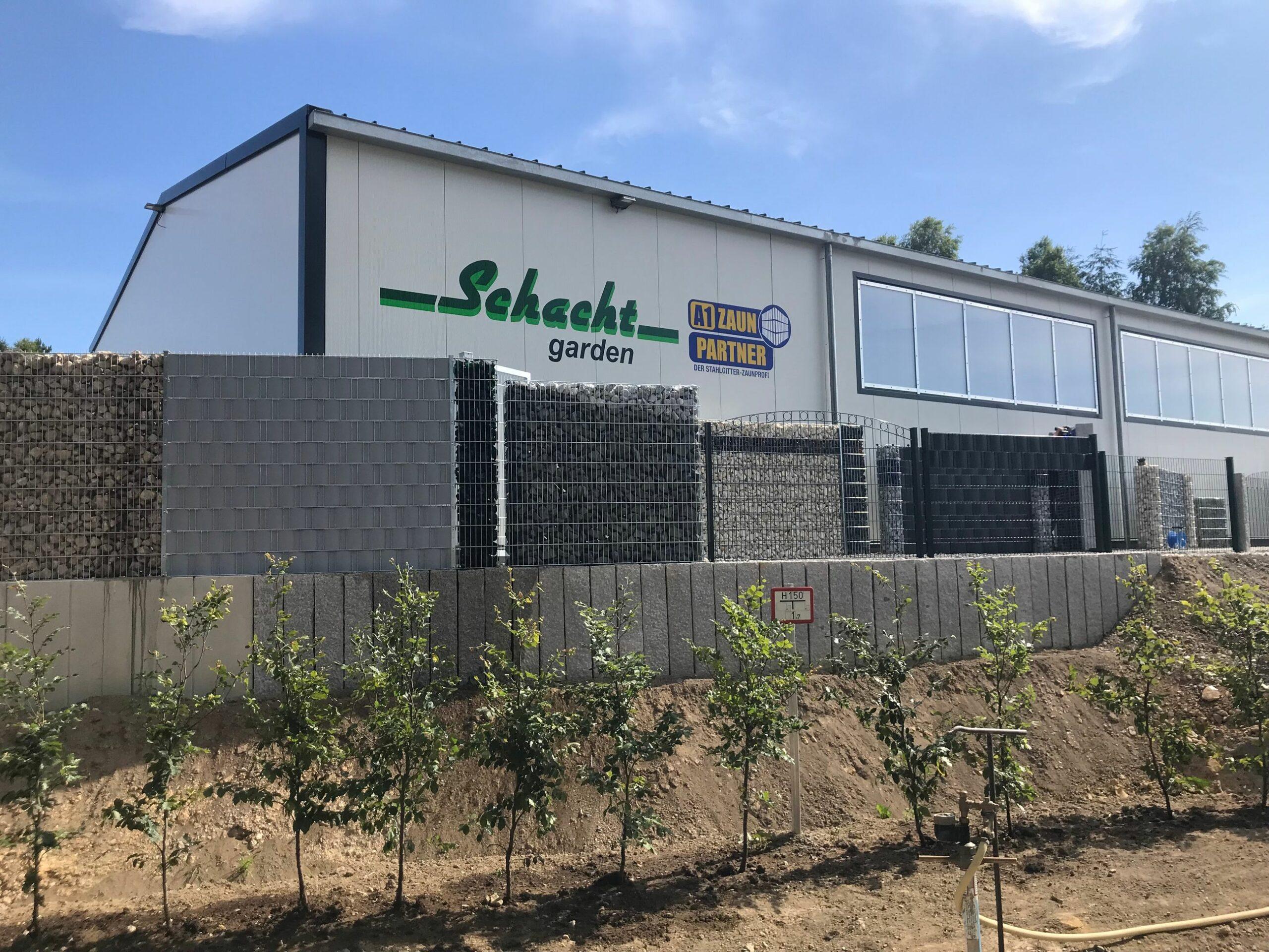 Schacht garden Logistikzentrum Frontansicht mit 24h Zaunausstellung
