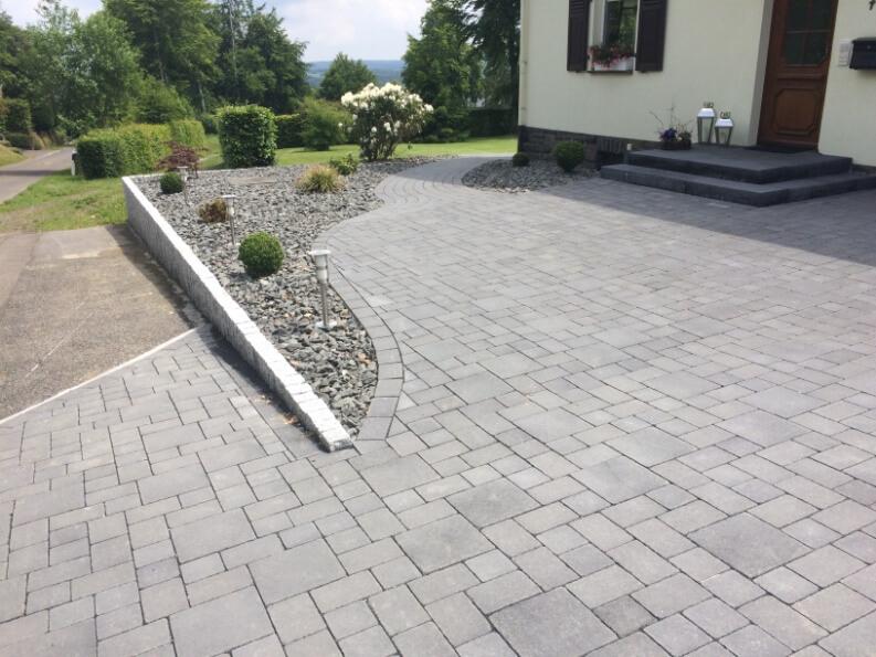 Umgestaltung Außenanlage und Einfahrt Einfamilienhaus