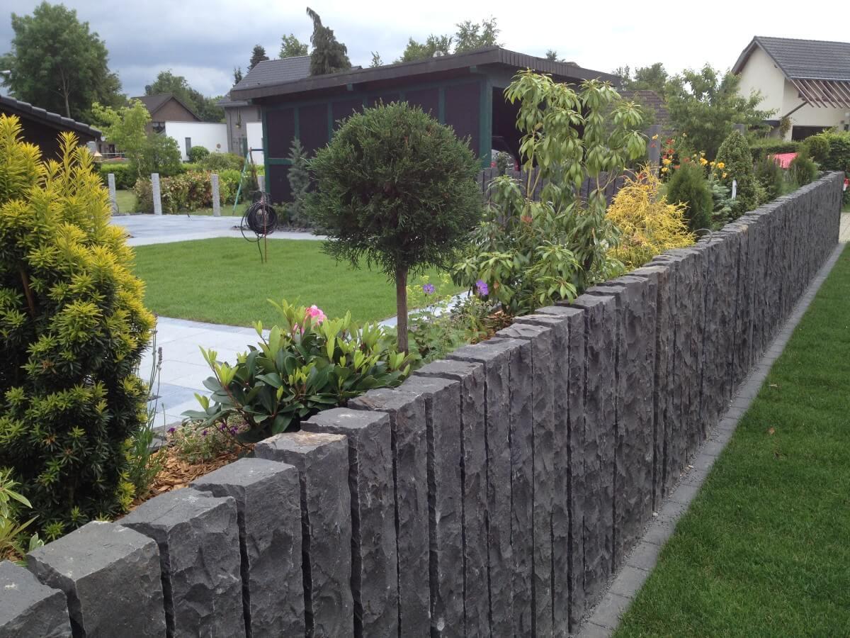 Individuelle Grundstücksabgrenzung mit Bepflanzung